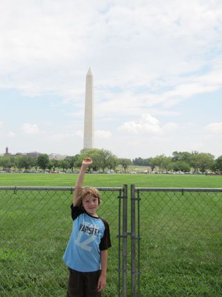 DC Liam holding up the wash monument