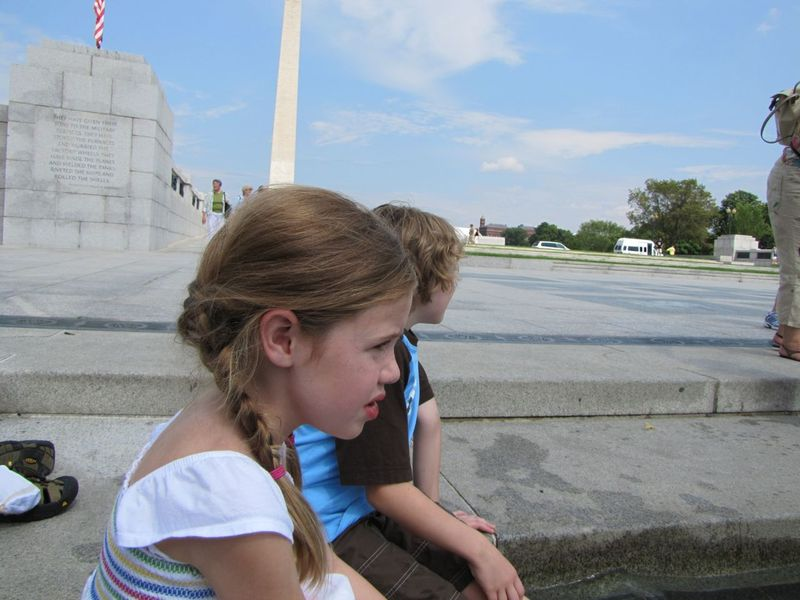 DC kids in WWII memorial fountain